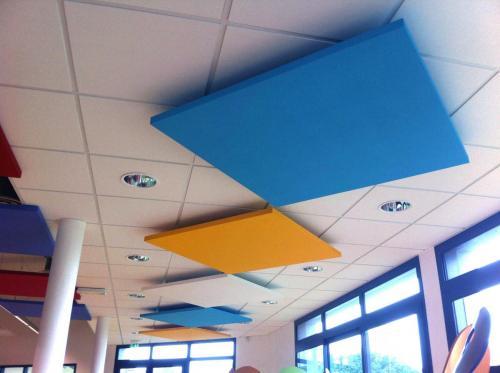 Baffles acoustiques colorées, décoratives et anti-résonance - Restaurant scolaire de Landaul