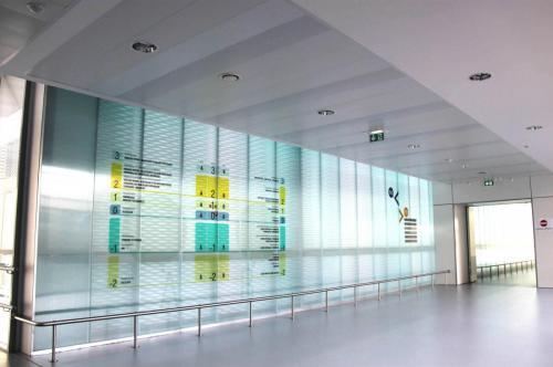 Réalisations de plafond en lames métalliques - Hôpital de Vannes